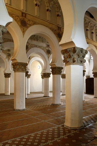 800px-Sinagoga_Santa_María_la_Blanca